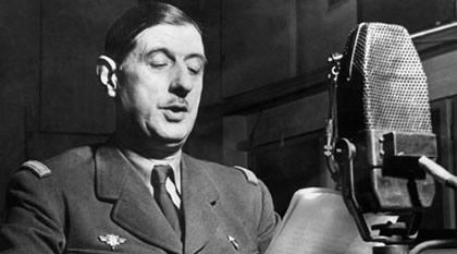 De Gaulle spreekt over de Britse radio zijn landgenoten toe.