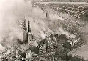 Palmzondag 1942: Lübeck brandt