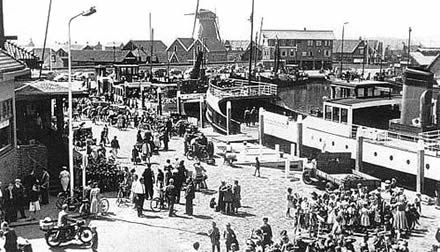 Drukte in Oudeschild, de toenmalige toegangspoort tot Texel.