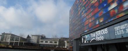 Het Media Park in Hilversum loop je zo binnen.